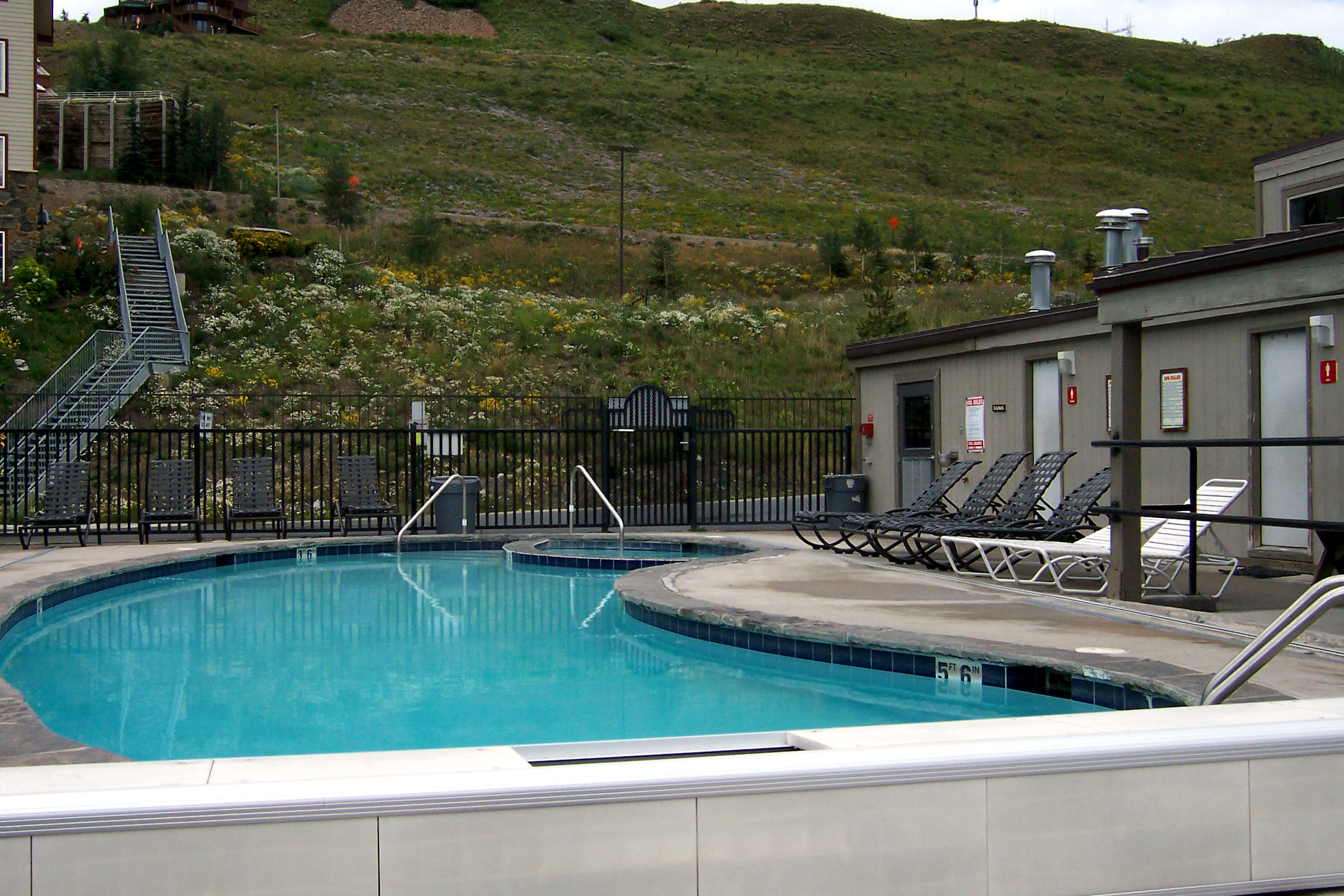 Crested Butte pool at Chateaux condominiums